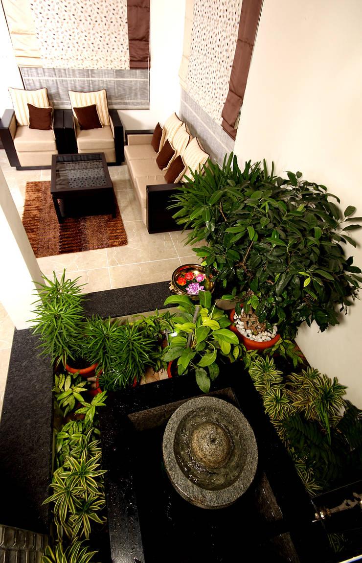 The pleasing element:  Corridor & hallway by Sanskriti Architects