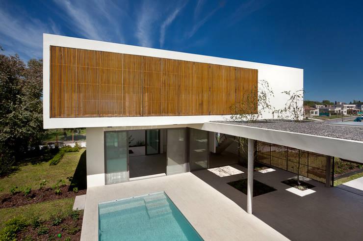 Casa Pedro: Casas de estilo moderno por VDV ARQ