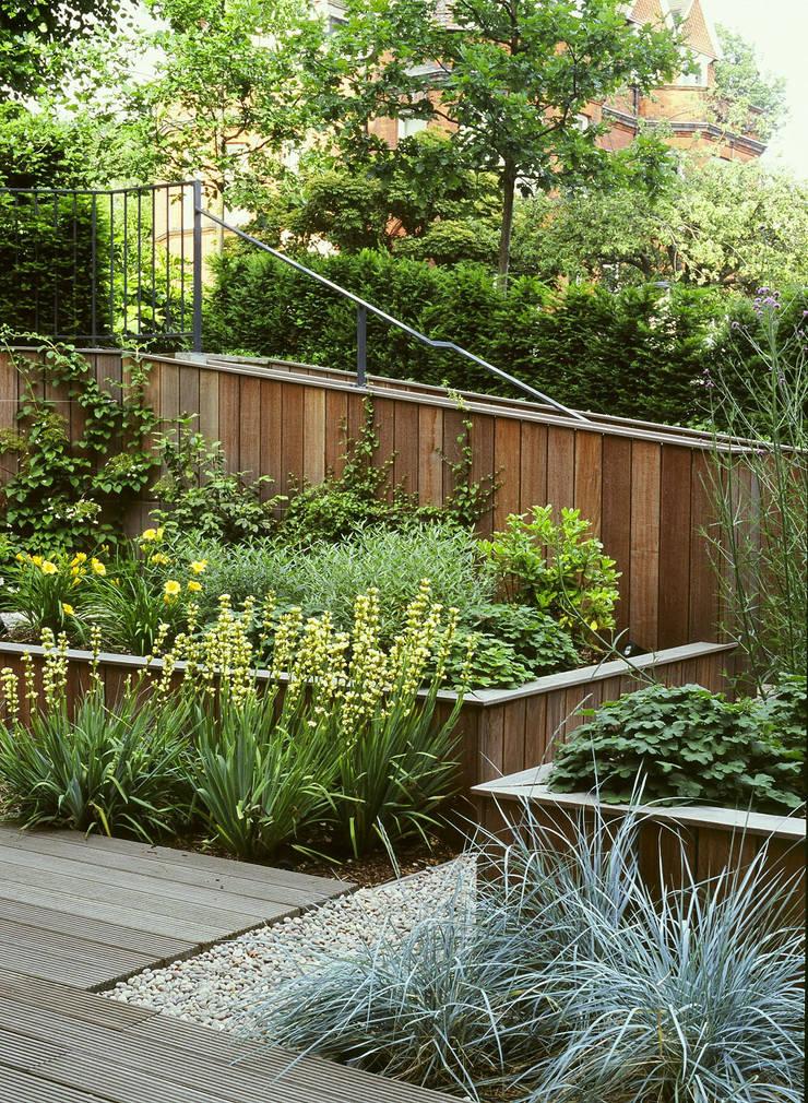 สวน โดย Bowles & Wyer, โมเดิร์น