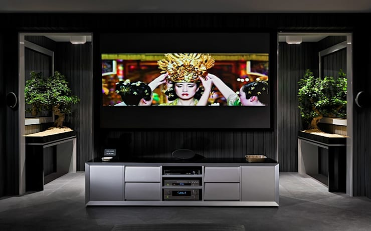 eclectic Media room by Pedro Guimaraes Lda