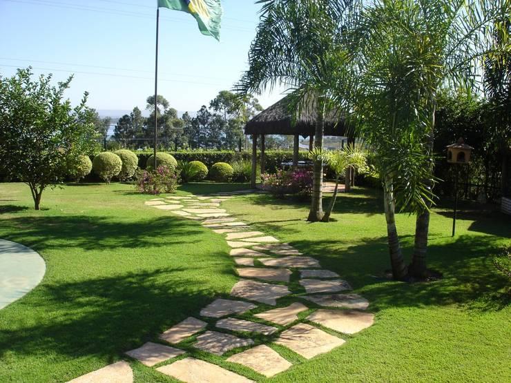 Garden by Fabio Camargo Paisagismo,