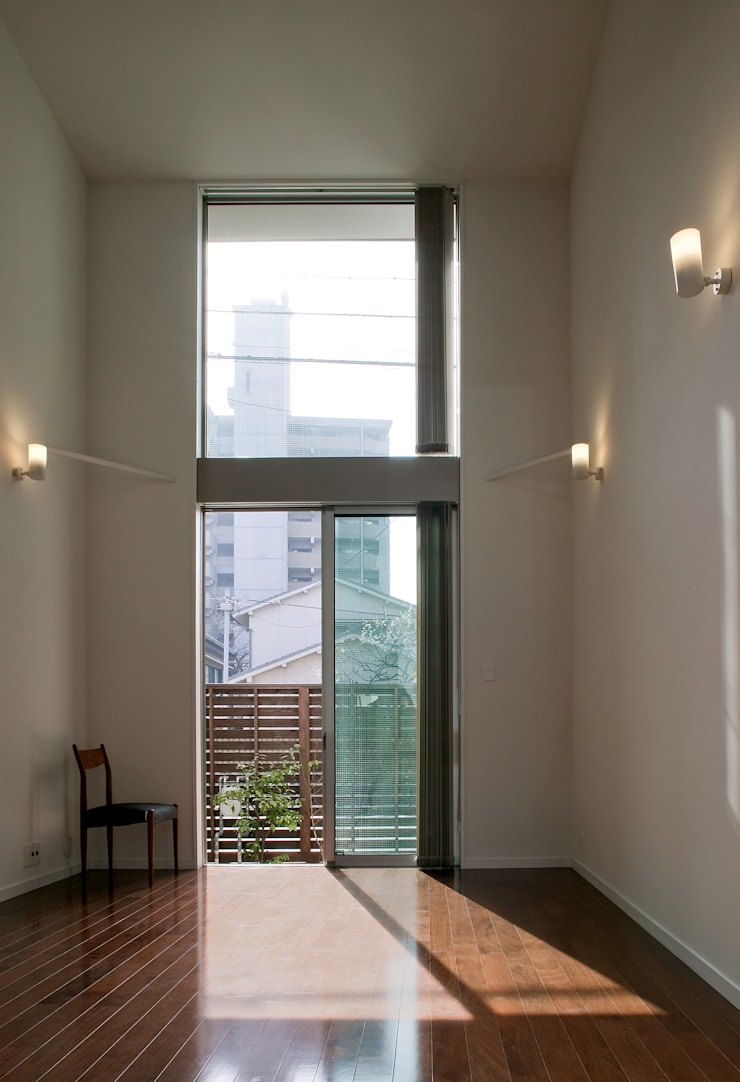 居間 モダンデザインの リビング の 有限会社Y設計室 モダン