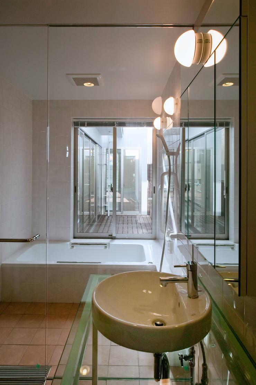 ペットと暮らす家-KYY邸「減築」工事 モダンスタイルの お風呂 の 有限会社Y設計室 モダン
