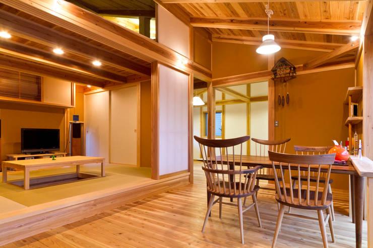 Comedores de estilo  por shu建築設計事務所, Asiático Madera Acabado en madera