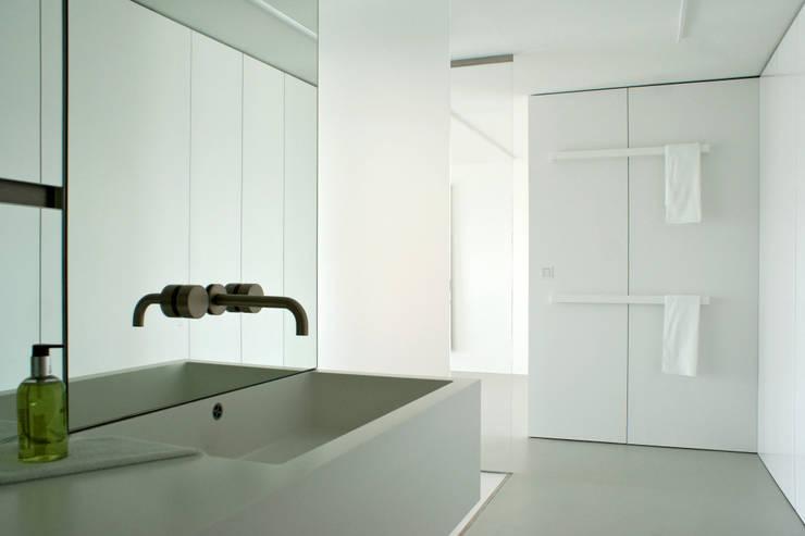 minimalistic Bathroom by DER RAUM