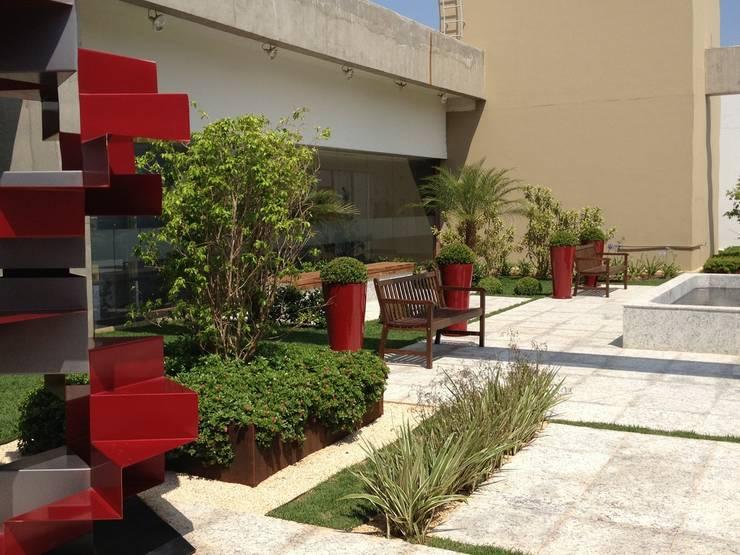 Tribunal Superior do Trabalho: Edifícios comerciais  por Fabio Camargo Paisagismo