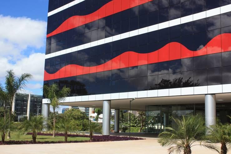 Edifício PO 700 : Edifícios comerciais  por Fabio Camargo Paisagismo