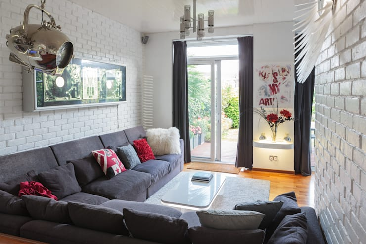 Chiswick Quay:  Living room by Rousseau