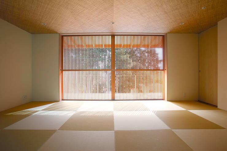 غرفة نوم تنفيذ 株式会社コヤマアトリエ一級建築士事務所