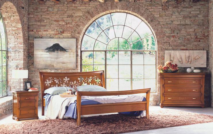 Camera Fioridipesco: Camera da letto in stile in stile Classico di Le Fablier