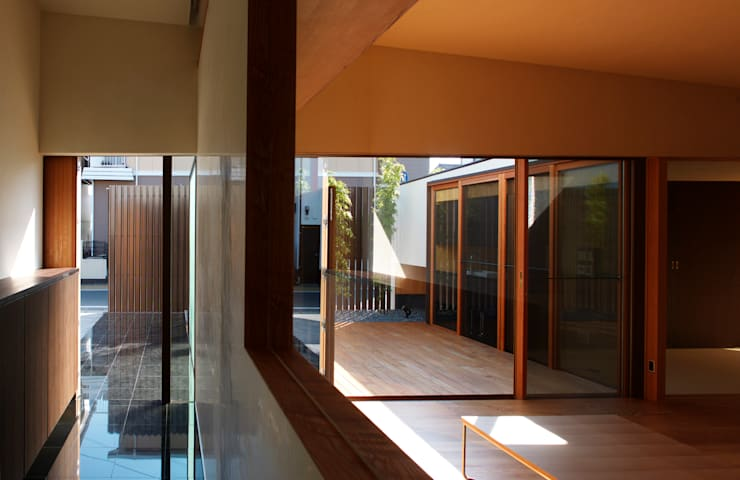 saga iy-house: 株式会社コヤマアトリエ一級建築士事務所が手掛けたリビングです。