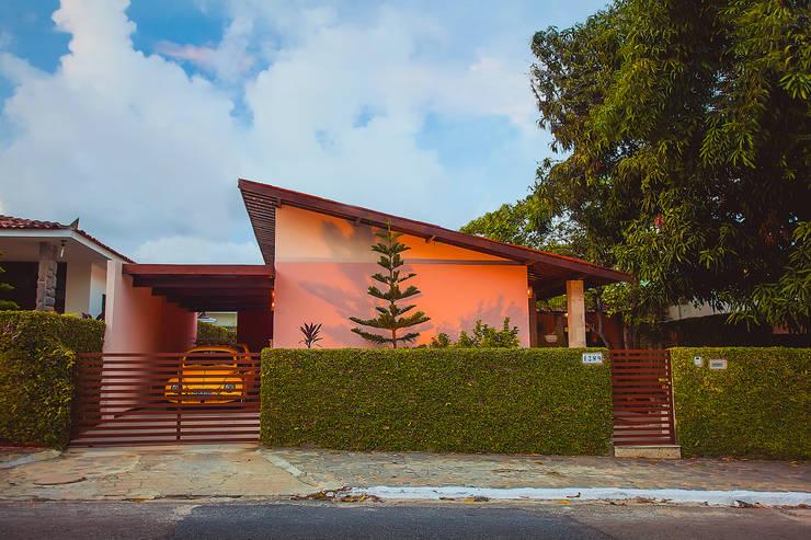 Casa Mariana: Casas  por Martins Lucena Arquitetos,Rústico