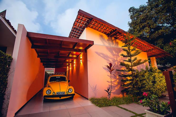 Projekty, rustykalne Domy zaprojektowane przez Martins Lucena Arquitetos