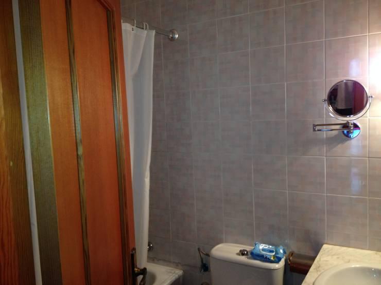 Antes de Casa de VV, en La Cañada: Paredes de estilo  de acertus