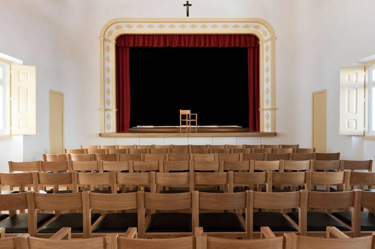 Juncal Parish Hall:   por atelier Jordana Tomé Vitor Quaresma