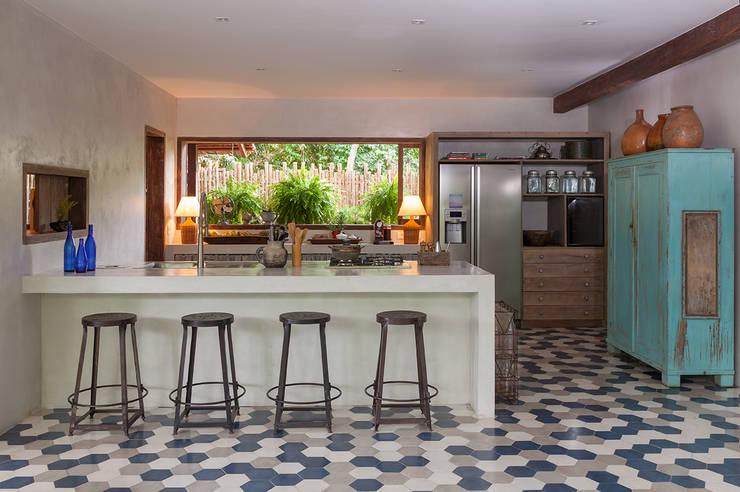 Cocinas de estilo moderno por Vida de Vila