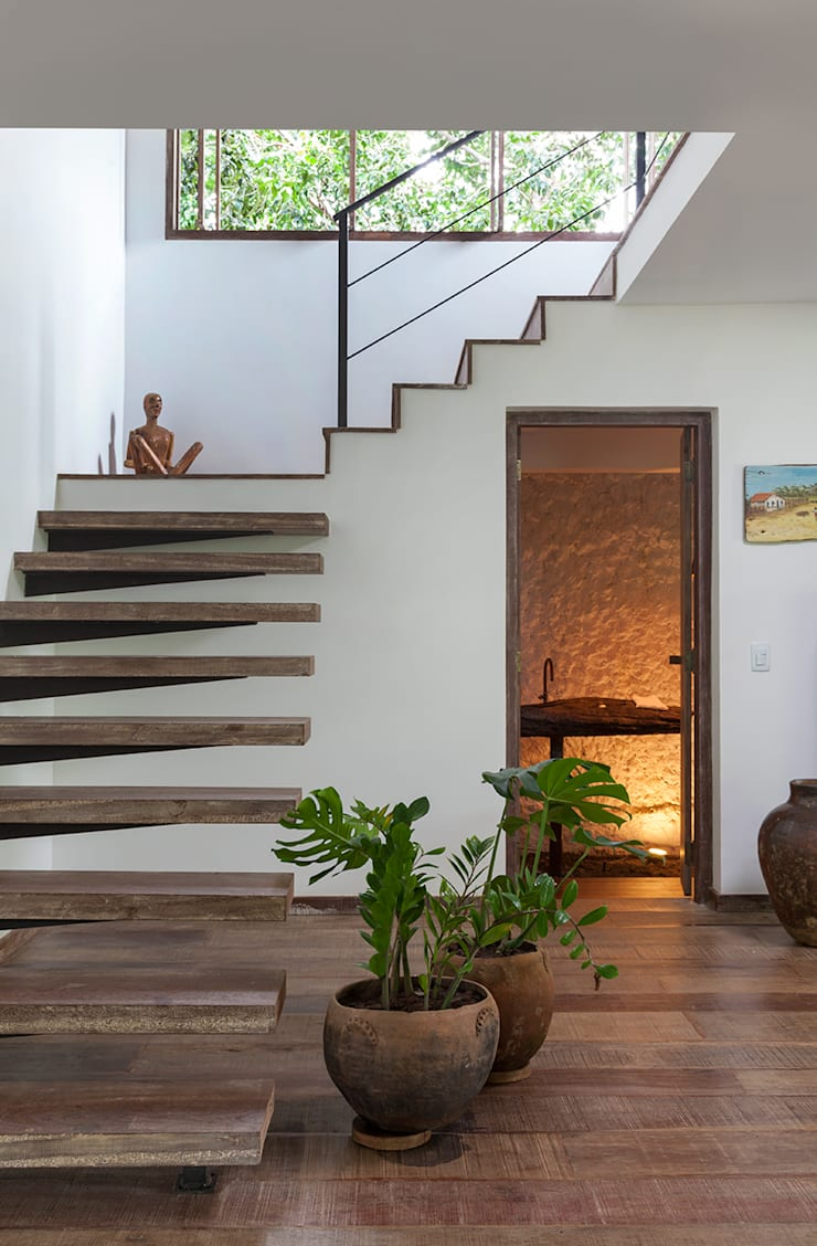 Escada e Lavabo: Corredores e halls de entrada  por Vida de Vila