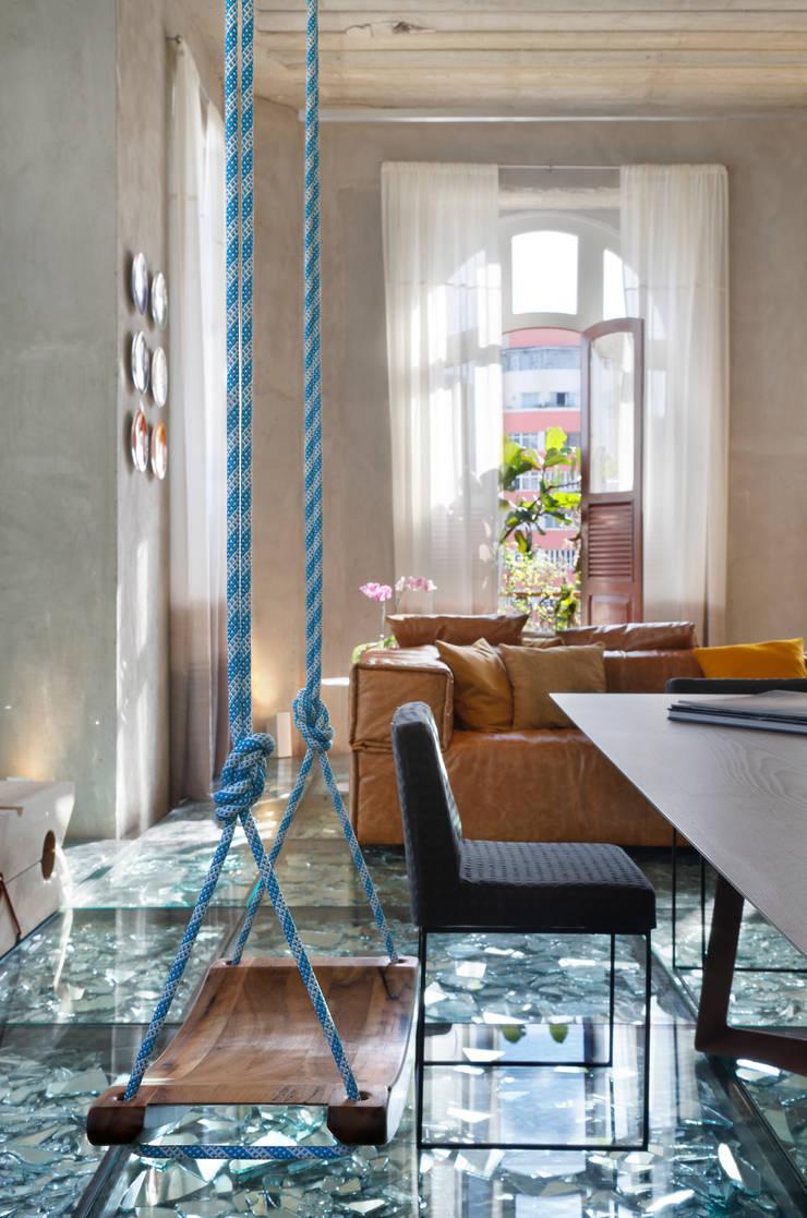 Lab LZ by GT – Casa Cor 2015: Salas multimídia  por Gisele Taranto Arquitetura