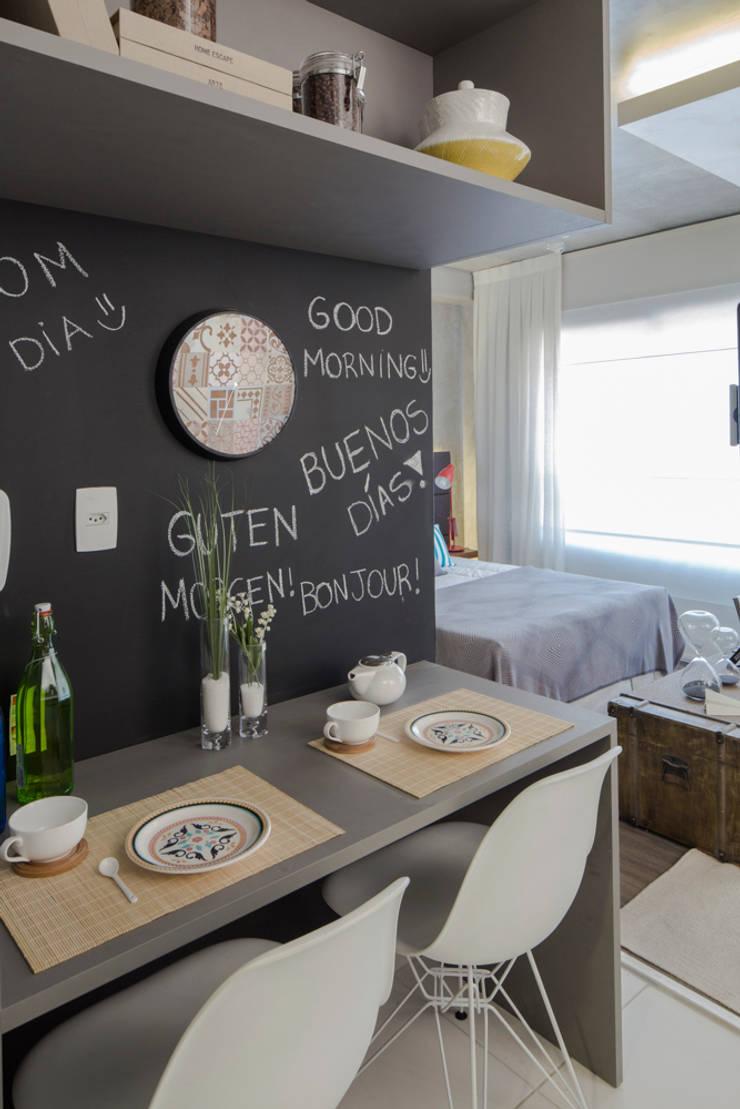 Vila Madalena | Decorados: Cozinha  por SESSO & DALANEZI