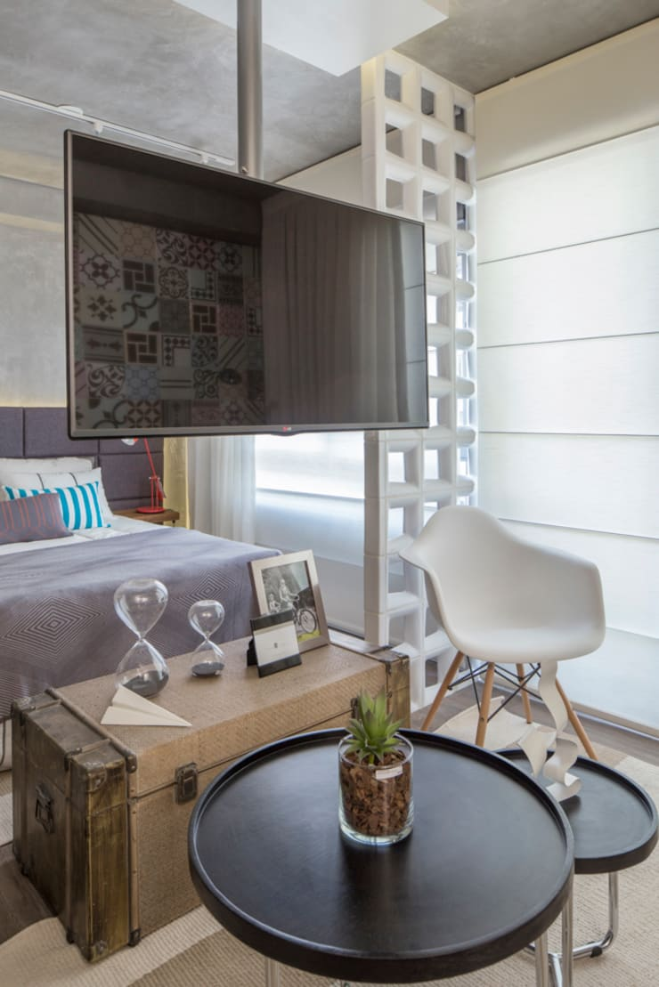 Vila Madalena | Decorados: Salas de estar modernas por SESSO & DALANEZI