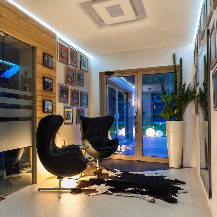 Геометрия комфорта (Дом в г.Светлогорск, Калининградская область): Коридор и прихожая в . Автор – Asiya Orlova Interior Design