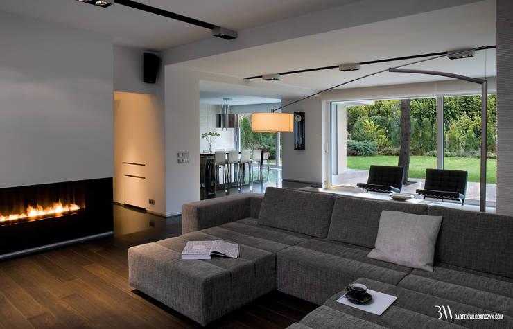 Minimalistische Wohnzimmer von Bartek Włodarczyk Architekt Minimalistisch