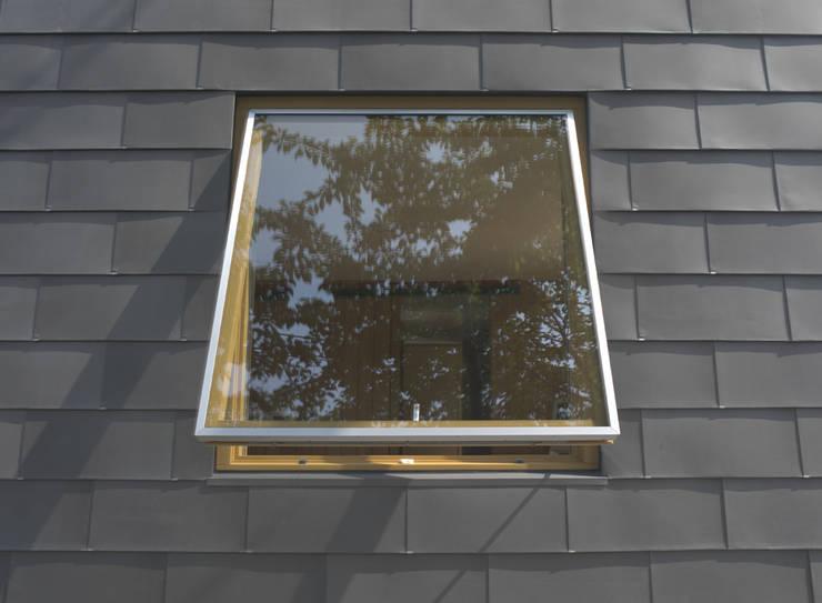 higashikurume kh-house: 株式会社コヤマアトリエ一級建築士事務所が手掛けた窓です。