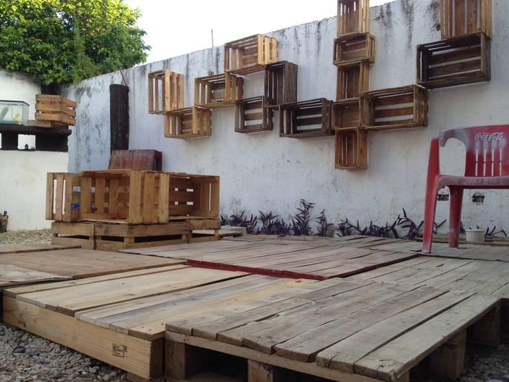 Terraza sobreciclada: Balcones y terrazas de estilo  por Punto Libre Arquitectura