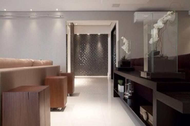 Apartamento MJ: Corredores e halls de entrada  por Maluf & Ferraz interiores,Moderno Ardósia