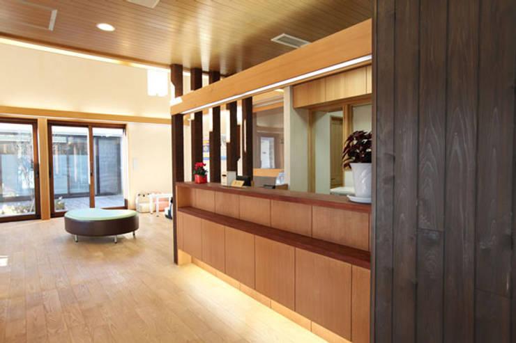 受付-待合室: info7500が手掛けた医療機関です。