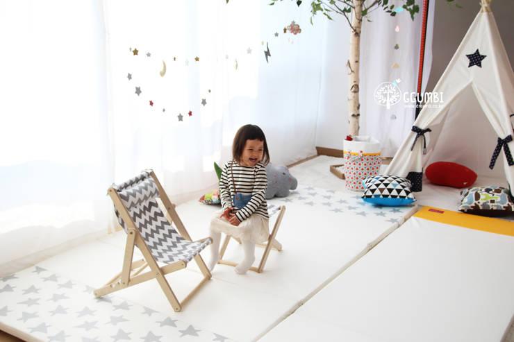 아이가 좋아하는 바베큐체어: (주)꿈비의  아이 방