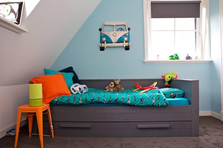 Slaapgedeelte in stoere jongenskamer:  Kinderkamer door Aangenaam Interieuradvies