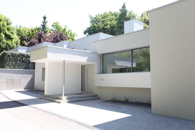 Projekty, nowoczesne Domy zaprojektowane przez Neugebauer Architekten BDA
