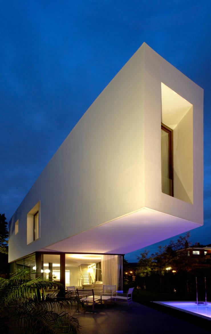 Vivienda en Cabrera de Mar Casas modernas: Ideas, imágenes y decoración de Marcelo Ranzini - Arquitectura Moderno