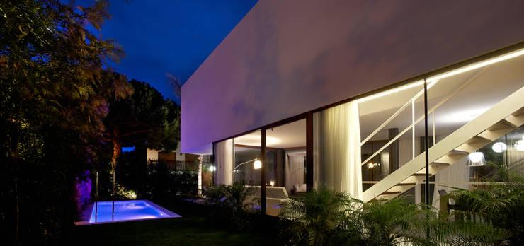 Vivienda en Cabrera de Mar: Casas de estilo moderno por Marcelo Ranzini - Arquitectura