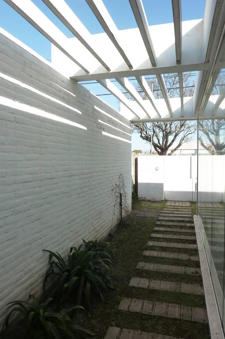 Pabellón cuatro x cuatro: Casas de estilo moderno por Marcelo Ranzini - Arquitectura