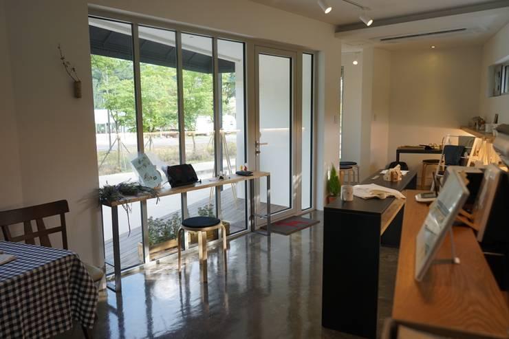 능내역 NO.9 ART FACTORY: 건축사사무소 스무숲의  거실
