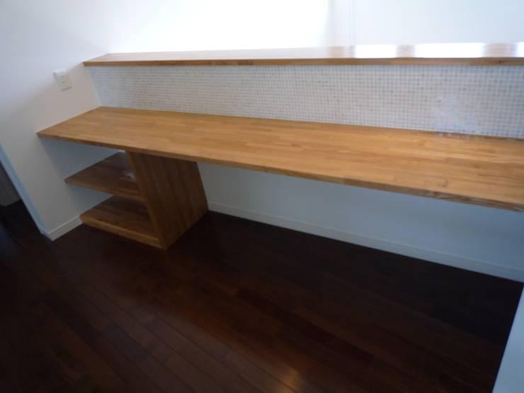 戸建て住宅 モダンデザインの リビング の sumino モダン