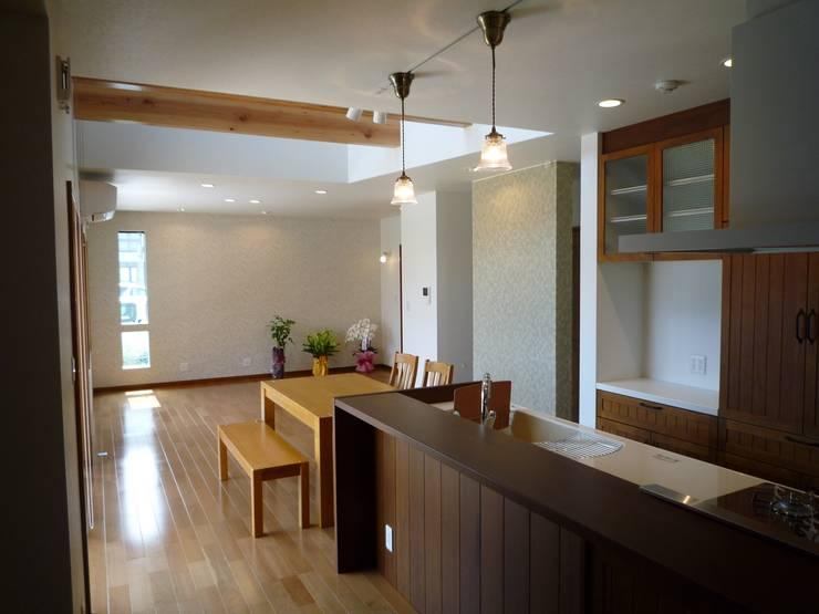 戸建て住宅 モダンデザインの ダイニング の sumino モダン