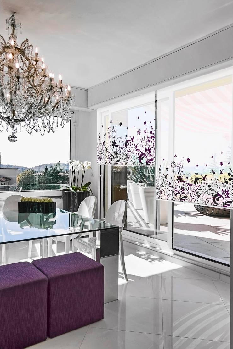 Cortina con sistema roller en screen al 5%, FLORES 1: Livings de estilo  por Bonita Casa,Minimalista Sintético Marrón