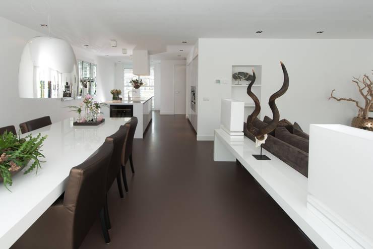 Moderne strakke greeploze witte tieleman keuken von tieleman keukens