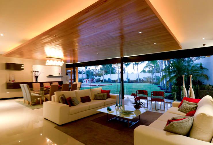 Salones de estilo moderno de r79