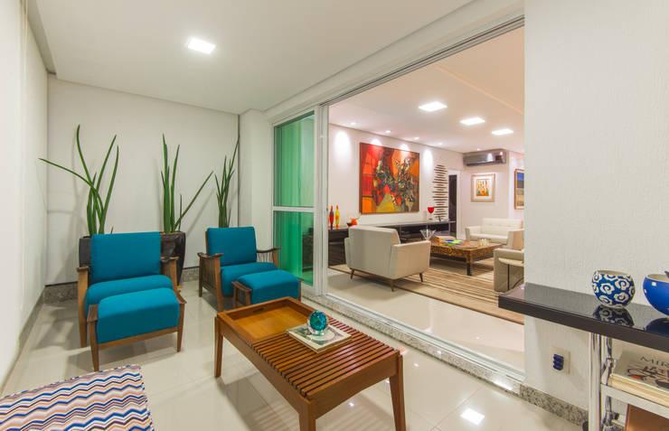 Varanda:   por CASA Arquitetura e design de interiores,Eclético