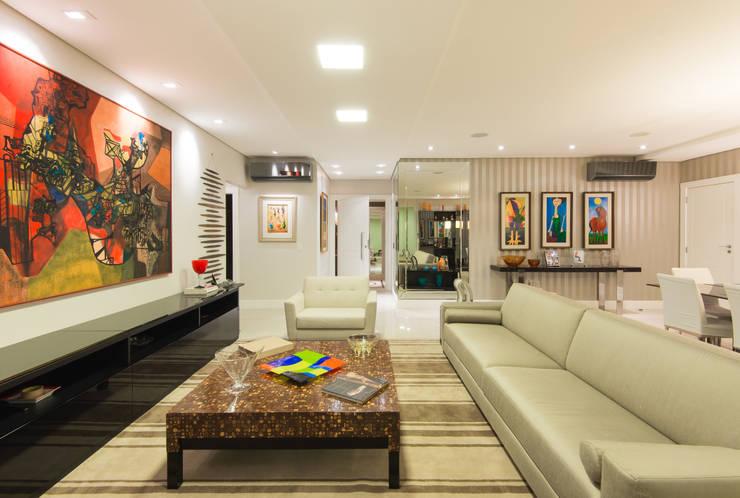 Sala de Estar:   por CASA Arquitetura e design de interiores,Eclético