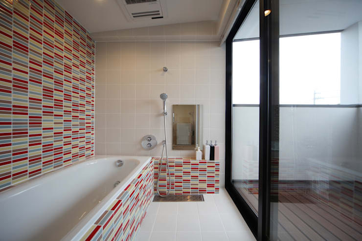 Ванные комнаты в . Автор – 加門建築設計室