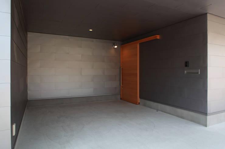 Garasi Modern Oleh 加門建築設計室 Modern
