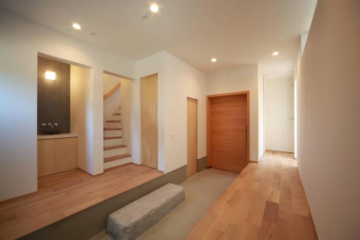 Koridor & Tangga Modern Oleh 加門建築設計室 Modern