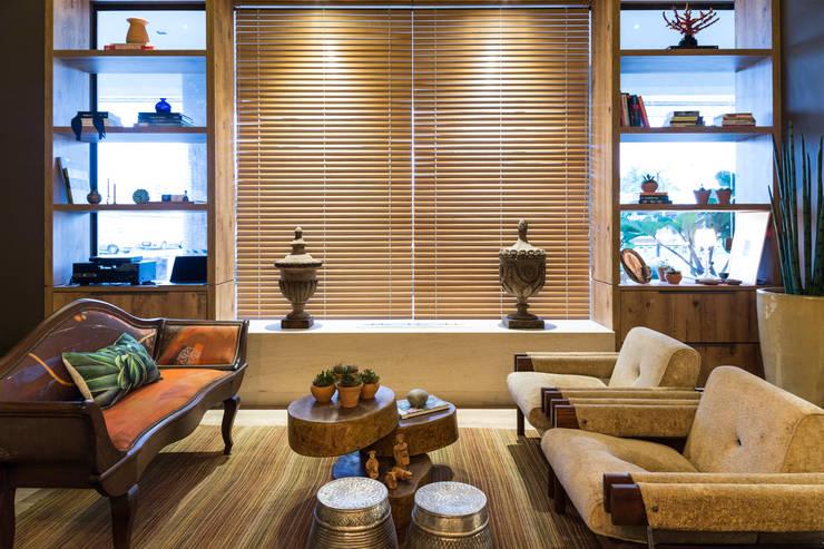 Refúgio do Homem do Mar: Sala de estar  por Jean Felix Arquitetura