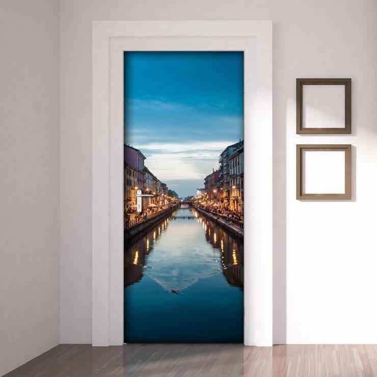 Milano - Naviglio: Finestre & Porte in stile  di Crearreda