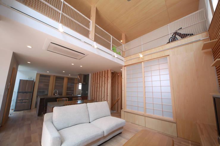 Ruang Keluarga Modern Oleh 加門建築設計室 Modern